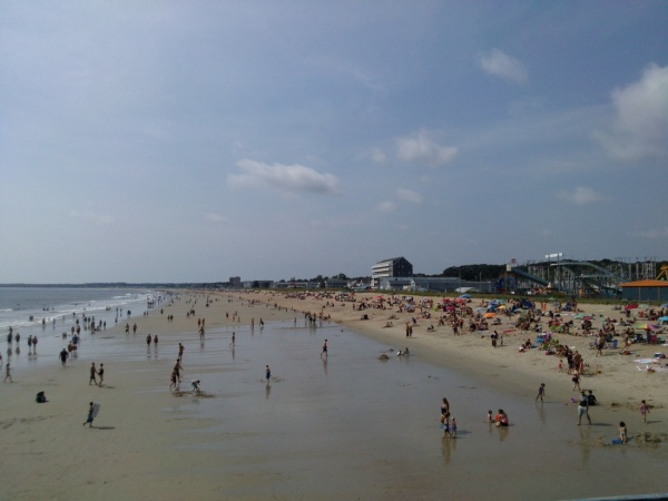 I'm not the only one who is here to enjoy the beach. Many tourists from all over the world come here bask in the sun.